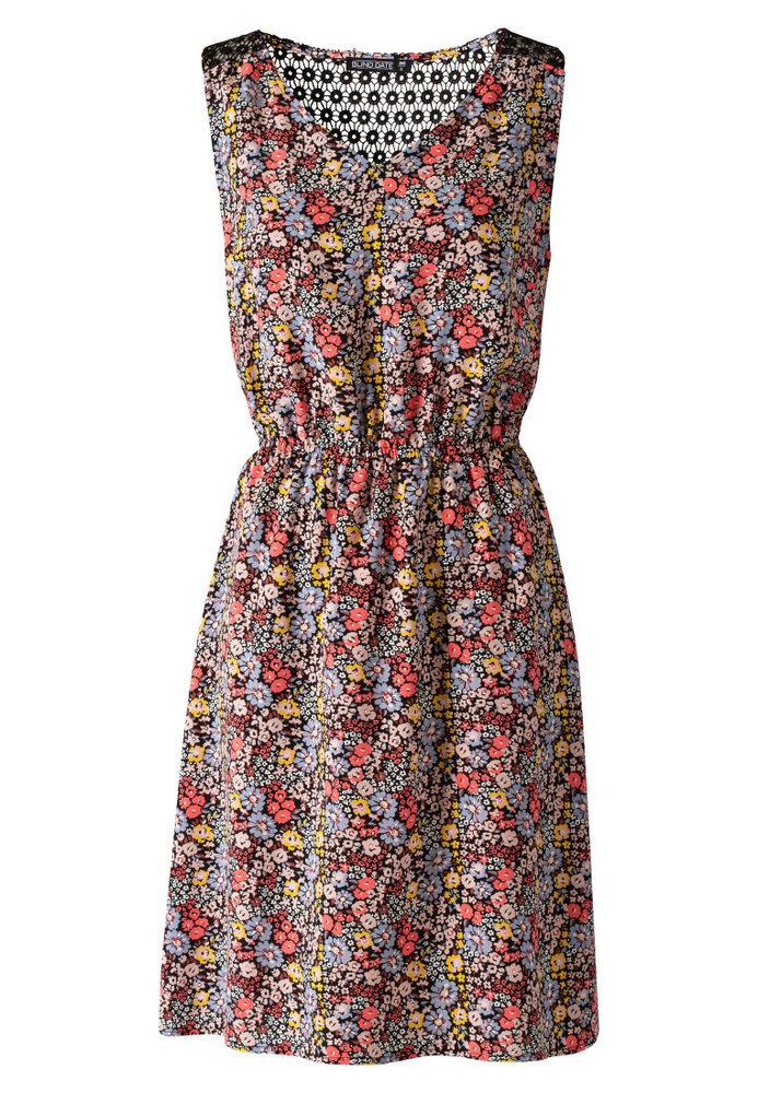 Kleid mit All-Over Blumen-Muster